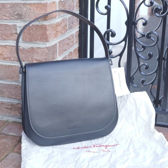 4dccdbb53484 NWT Salvatore Ferragamo Nero Neva Leather Handbag